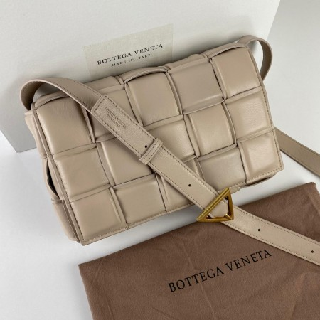 BOTTEGA VENETA PADDED CASETTE BAG VİZON