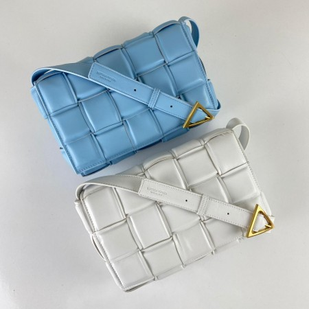 BOTTEGA VENETA PADDED CASETTE BAG BEYAZ