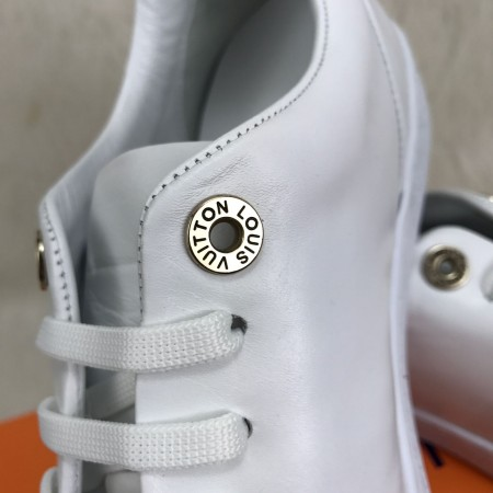 LOUİS VUİTTON SESSENTİAL V FRONTROW SNEAKERS